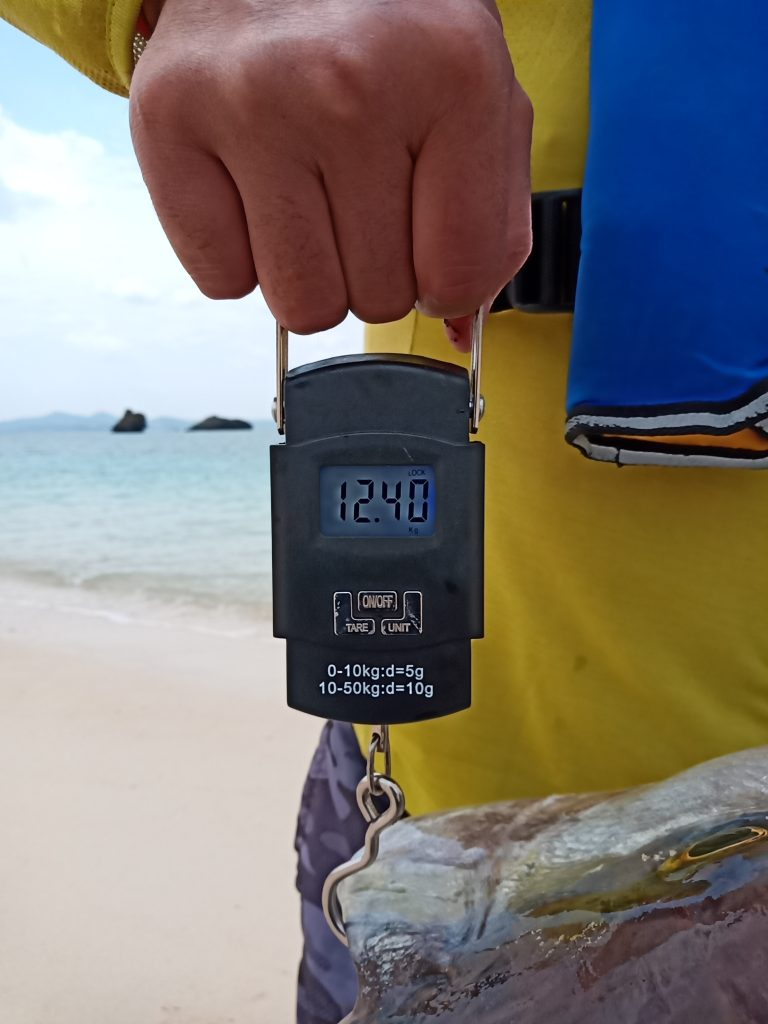 名護湾でのジギングで12.4kgカンパチ。
