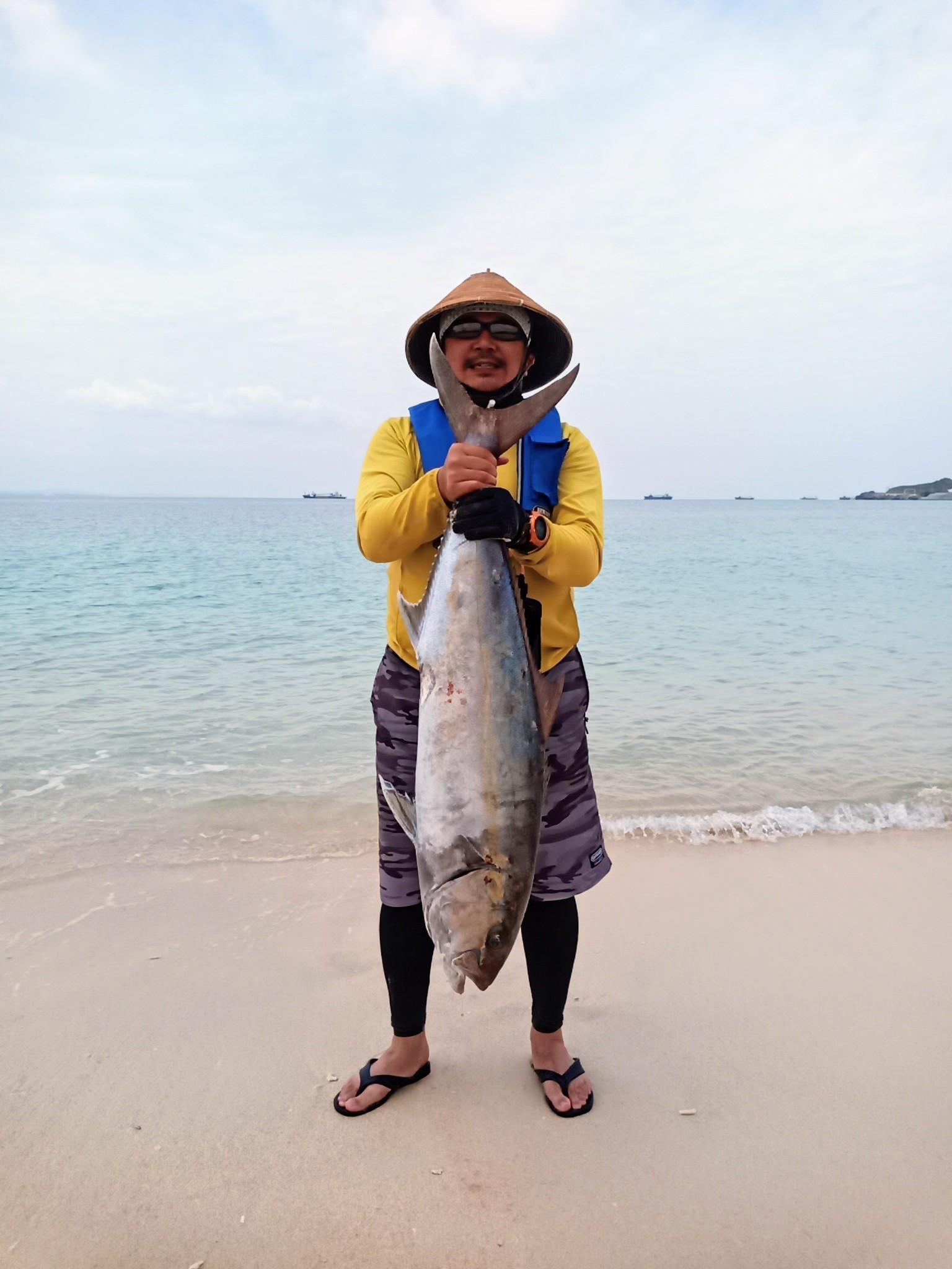 沖縄県・名護湾でのジギングで12.4kgカンパチ