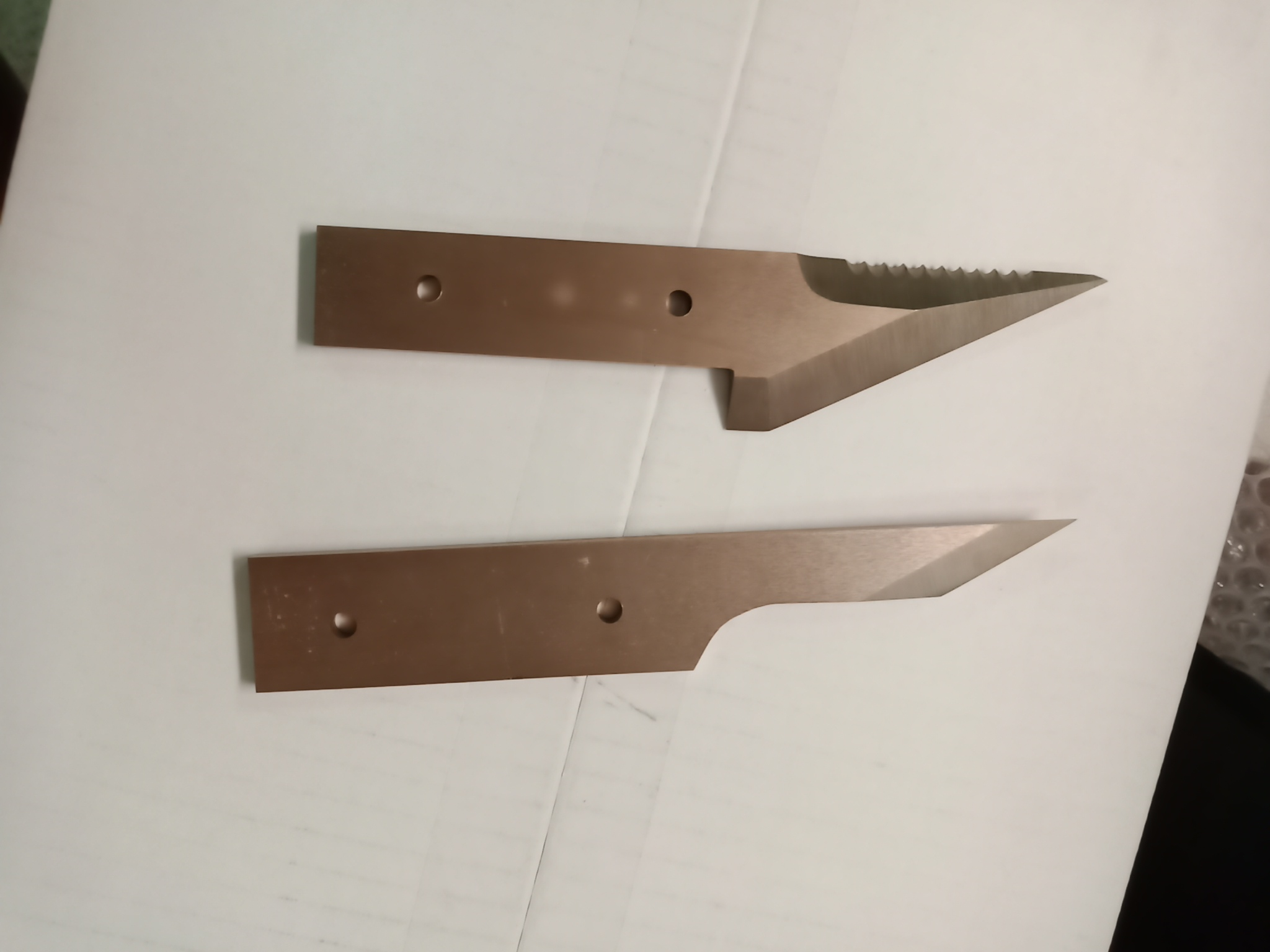 自作のナイフと締め具