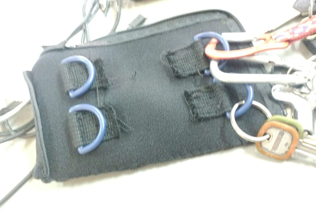 ウェットスーツ生地と止水ファスナーを使って防水キーケース自作